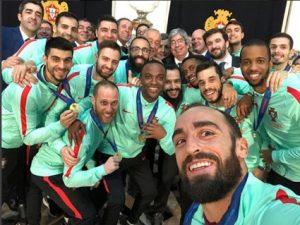Equipa com o Presidente da República após a conquista do Europeu de Futsal  2018 624d557c4aaec